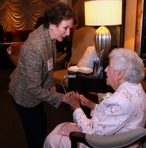 justice carole hunstein greets ruby crawford at 2008 gawl annual dinner